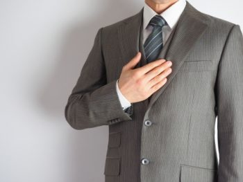 社会人なら必須!スーツを衣替えする最適なタイミングの時期って?