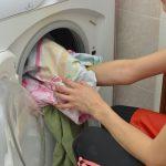 毛布が洗濯機に入らない?入れられる容量の見方と効果的な洗い方